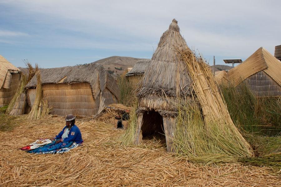 Habitante de las Islas de los Uros en el Lago Titicaca