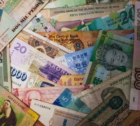 foto de billetes de distintas monedas