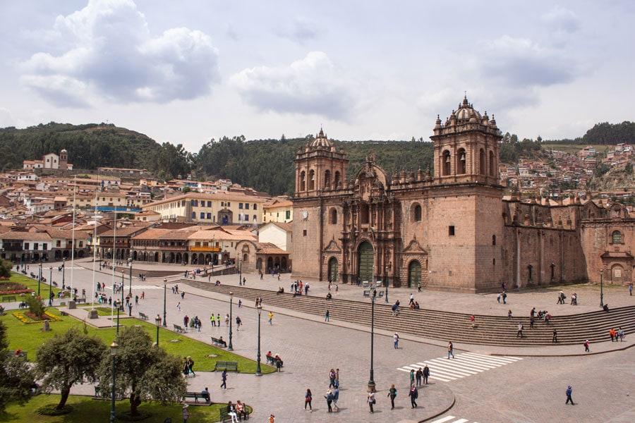 Vista de la catedral en la Plaza de Armas de Cuzco