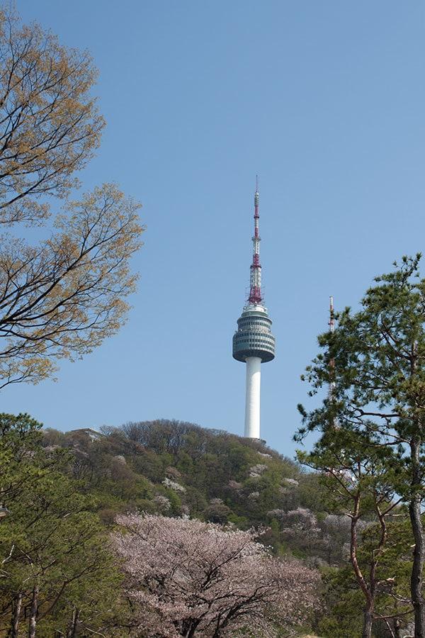 Torre N Seoul en el parque Namsan