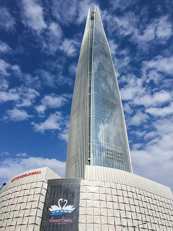 Lotte World Tower con el observatorio Seoul Sky