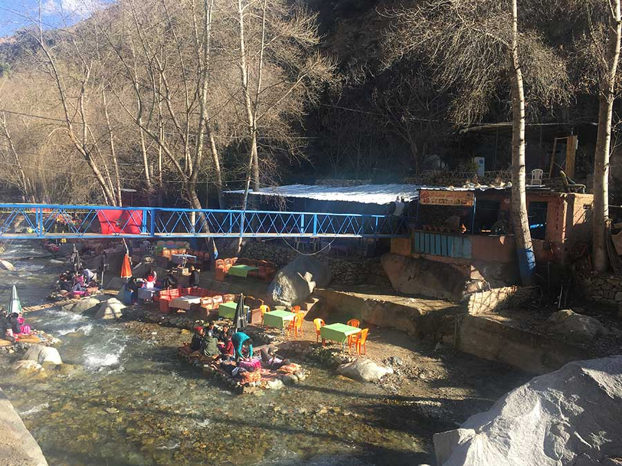 Restaurantes a la orilla del río en Setti Fatma