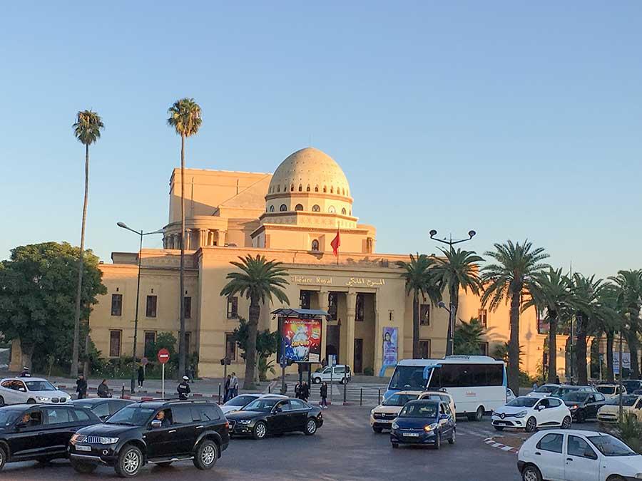 Teatro Real en el barrio de Gueliz desde el bus turístico