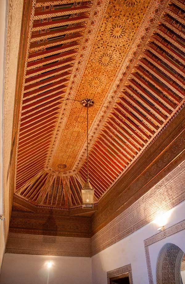 techo en el palacio de la Bahía en Marrakech