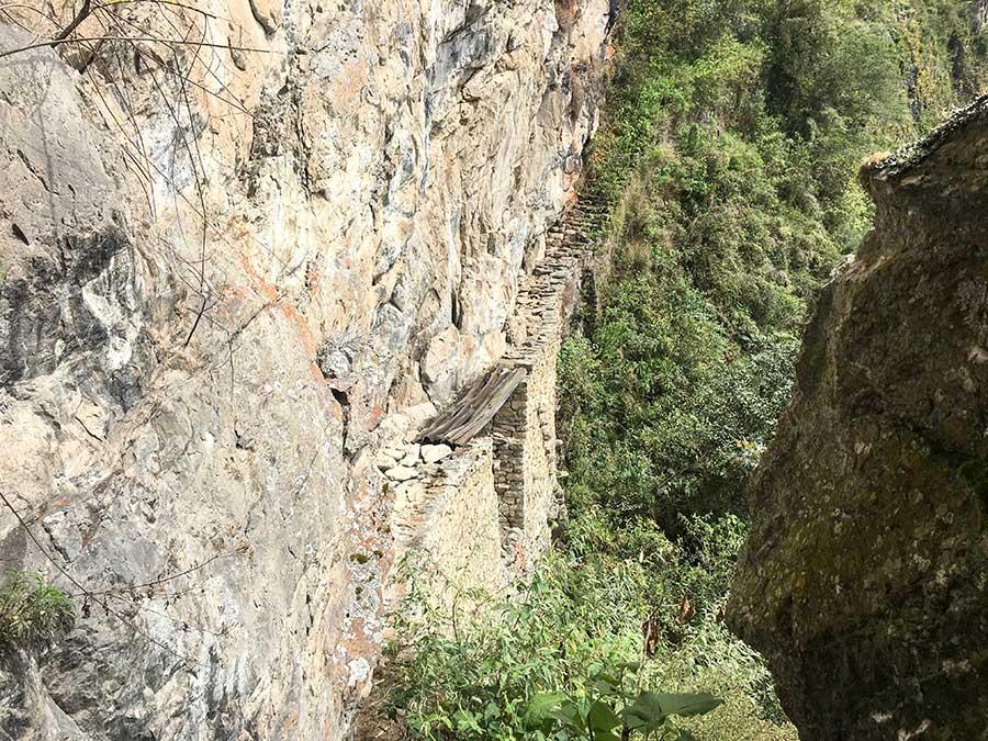 Foto del puente Inca en Machu Picchu