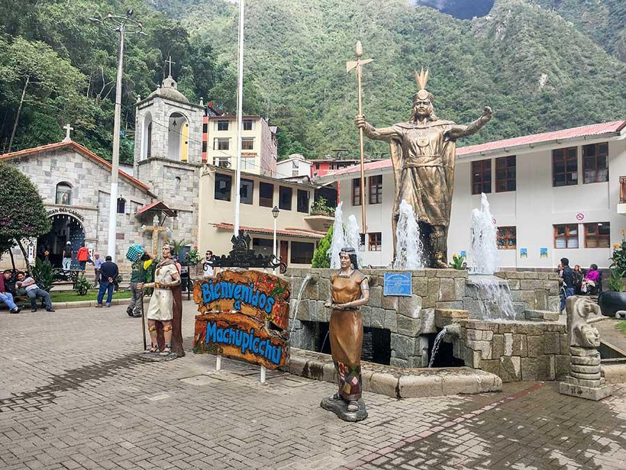 Imagen de la plaza principal de Aguas Calientes