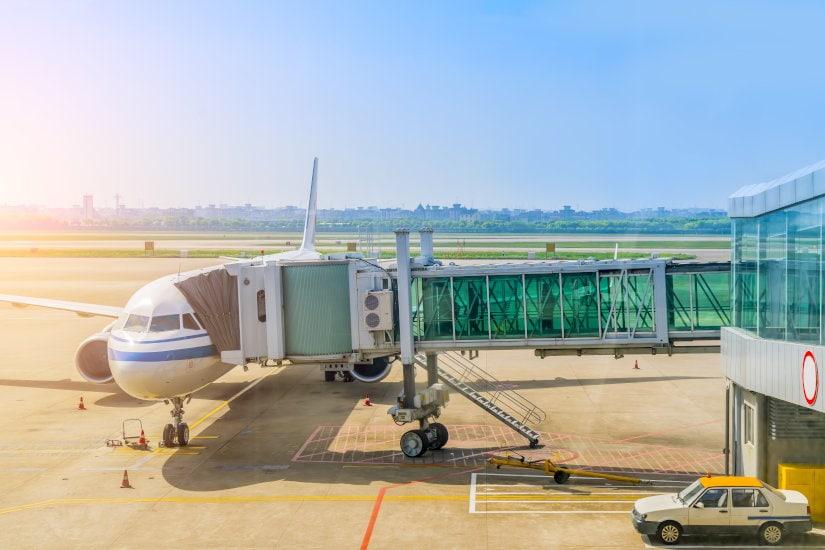 Foto de un avión preparado para el embarque