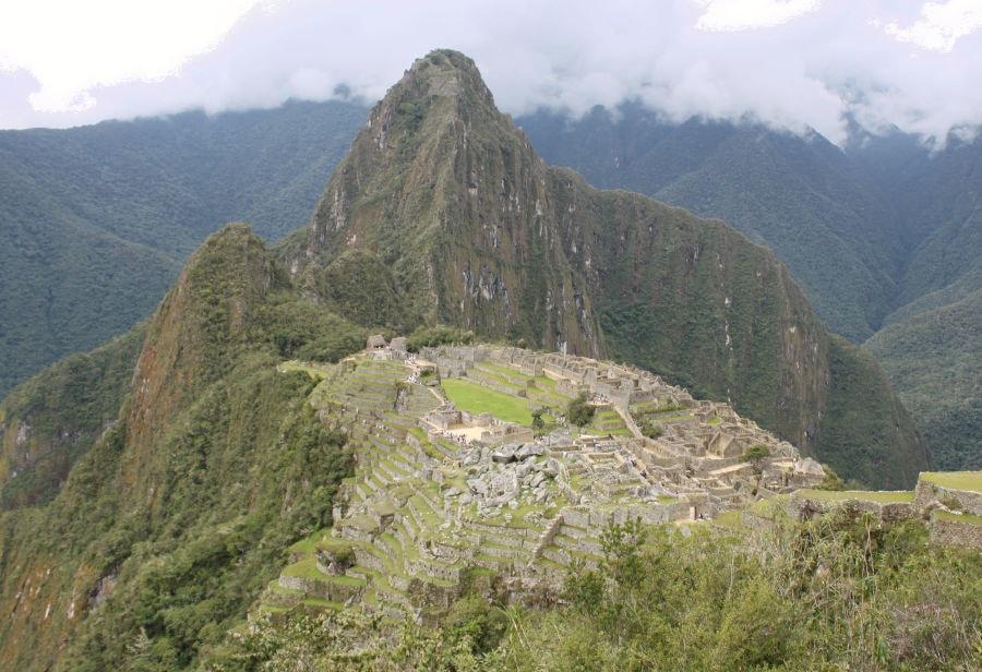 foto de Machu Picchu con la montaña Huayna Picchu al fondo