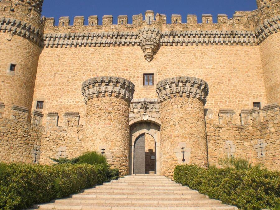 foto de la entrada al castillo de Manzanares el Real