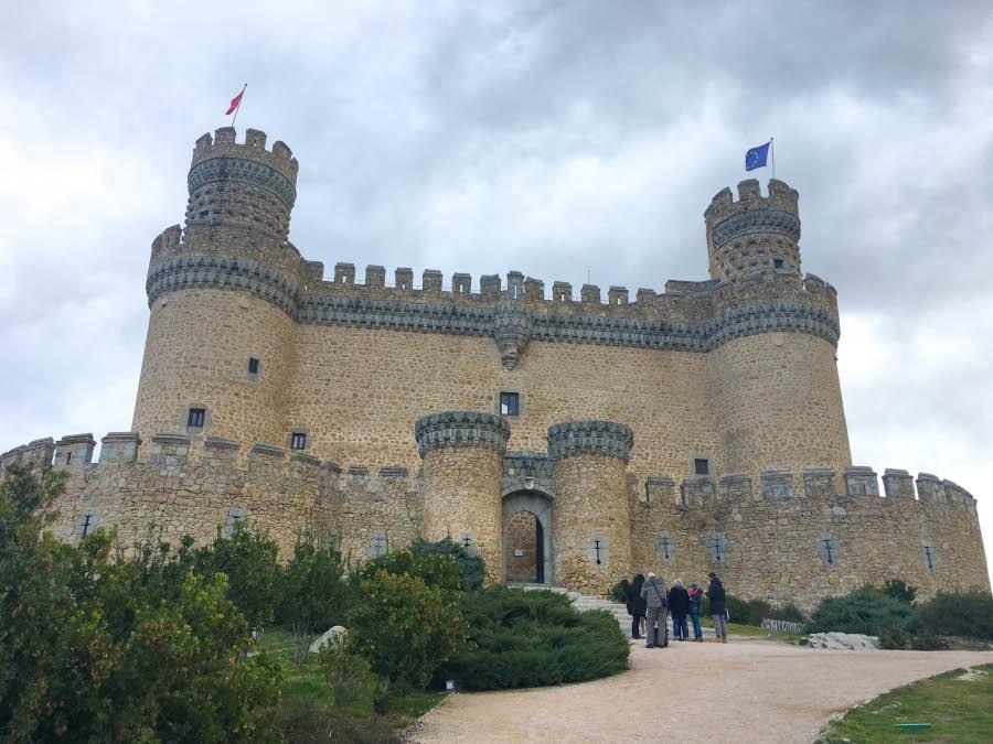 foto al frente del castillo de Manzanares el Real