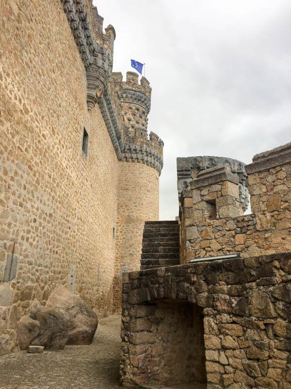 foto del interior de la barbacana del castillo de Manzanares el Real