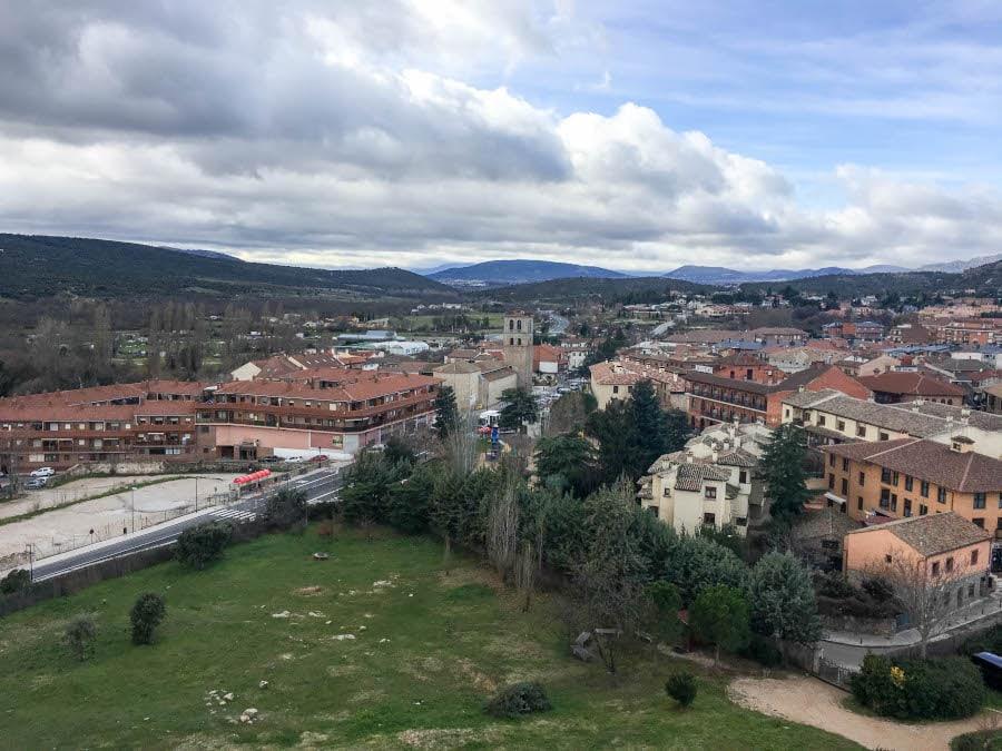 foto del pueblo de Manzanares el Real desde el castillo