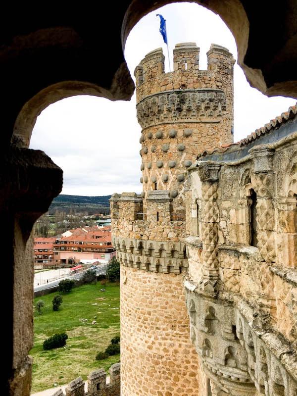 foto de una de las torres del castillo desde el mirador de Juan Guas