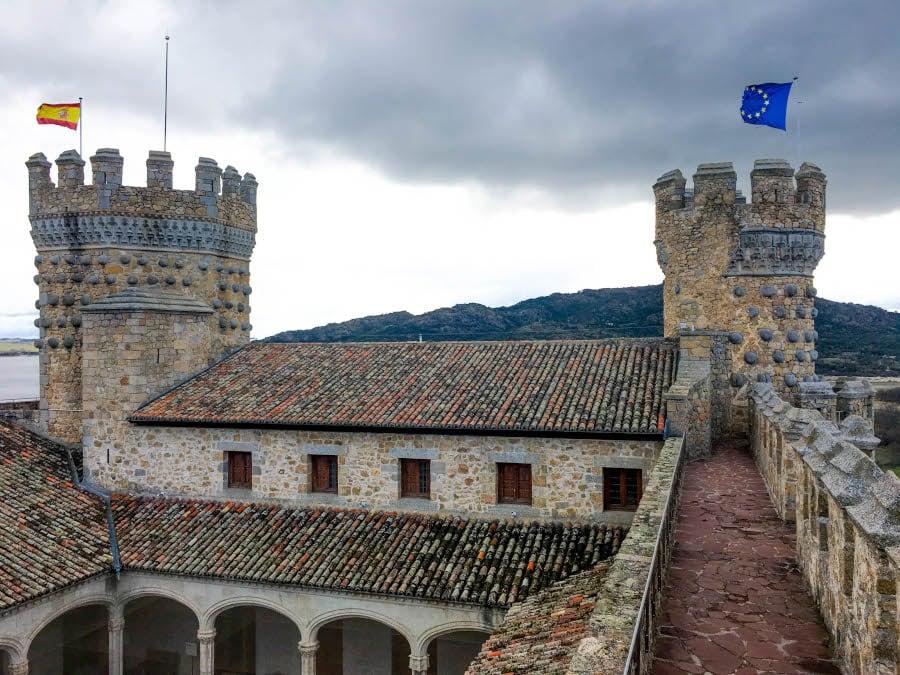 foto de las torres del castillo de Manzanares el Real desde el adarve