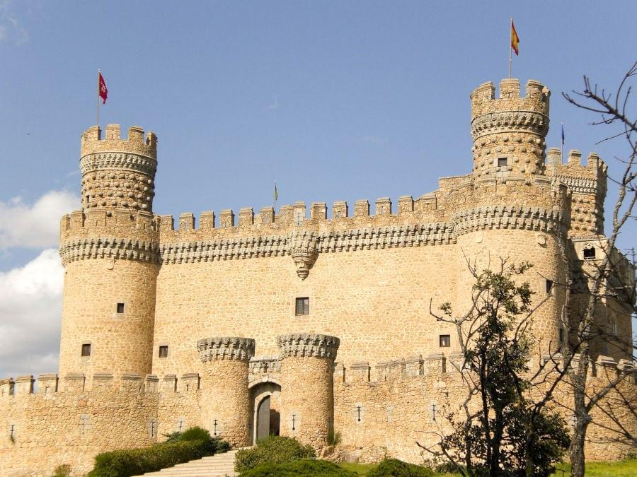 foto de la visita al Castillo de Manzanares el Real en un día soleado