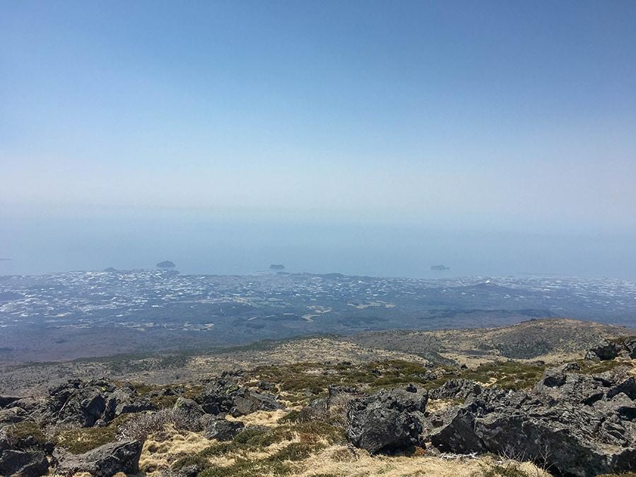 Vistas de la isla de Jeju desde la cima de Hallasan